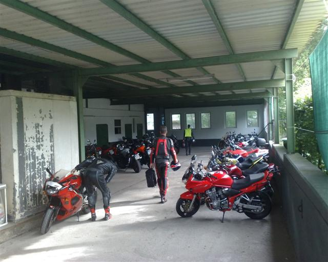 we waren niet de enige motorrijders in Zur Quelle